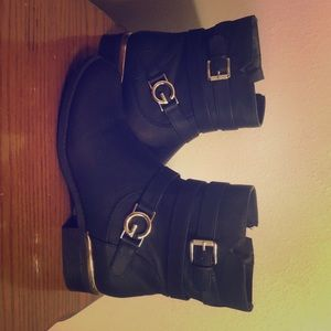 Brand new never worn guess boots